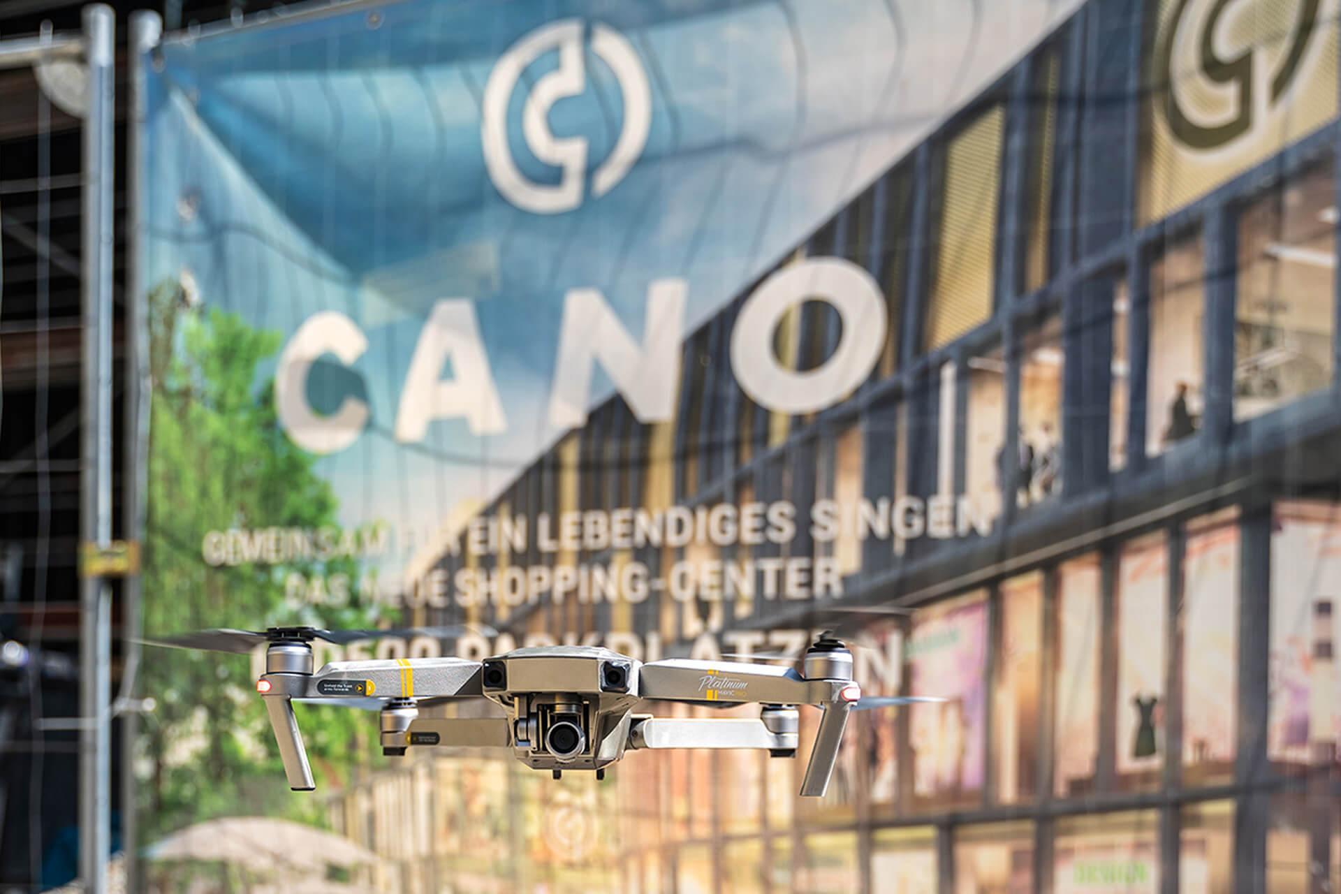 Fliegende Drohne vor Cano Singen