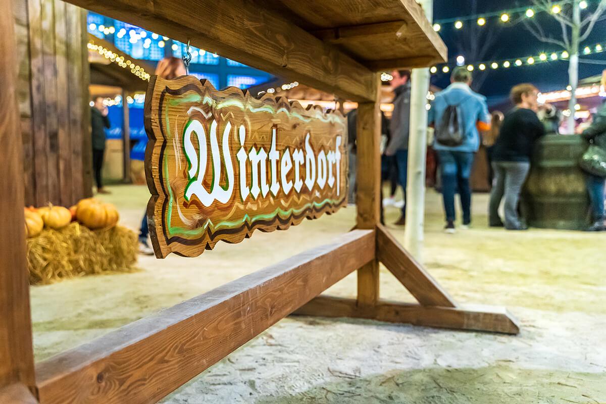 Winterdorf Schild von Milaneo Stuttgart